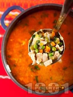 Супа / чорба от бяло пилешко месо от гърди (филе), грах, моркови, лук и червен пипер (без картофи и фиде) - снимка на рецептата